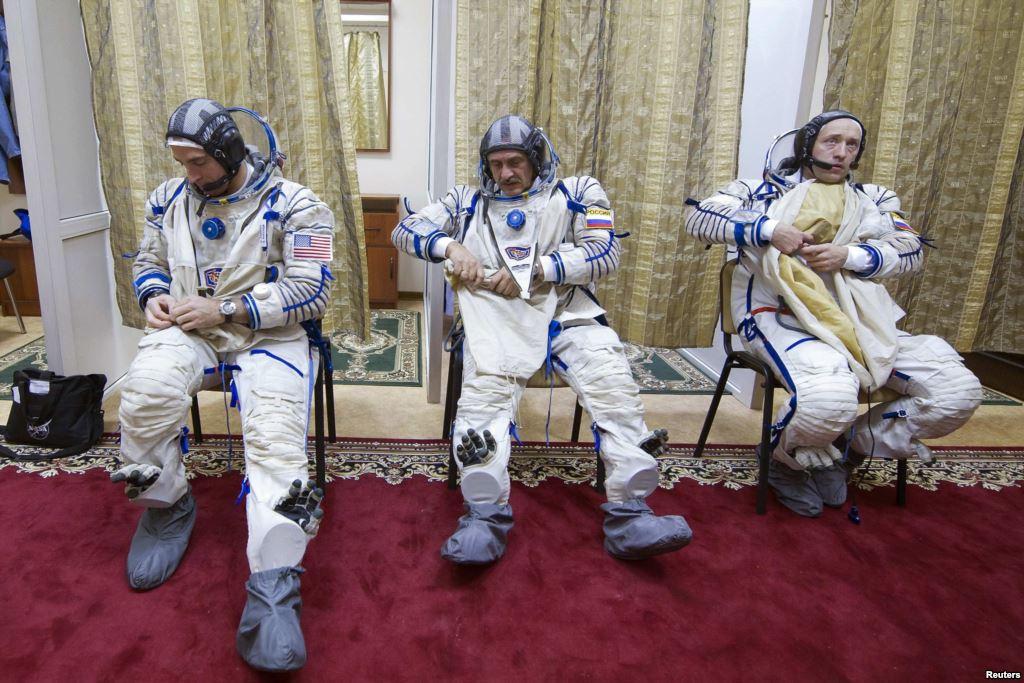 """Kthehet në tokë kapsula """"Soyuz"""" me 3 astronautë"""