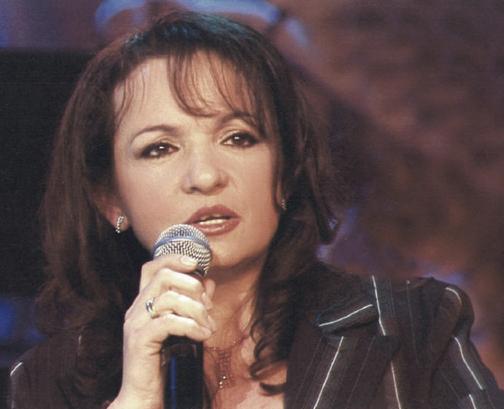 Flet këngëtarja e mirënjohur Alida Hisku