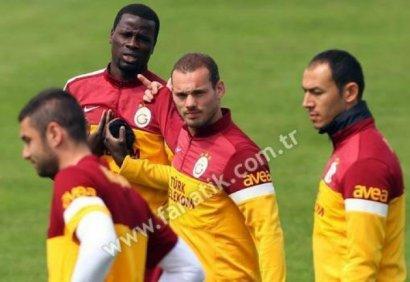 Sneijder kacafytet me Ebouen