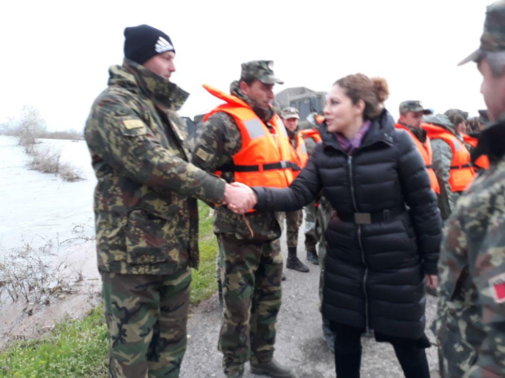 Shkodër, ministrja e Mbrojtjes Olta Xhaçka viziton zonat e përmbytura