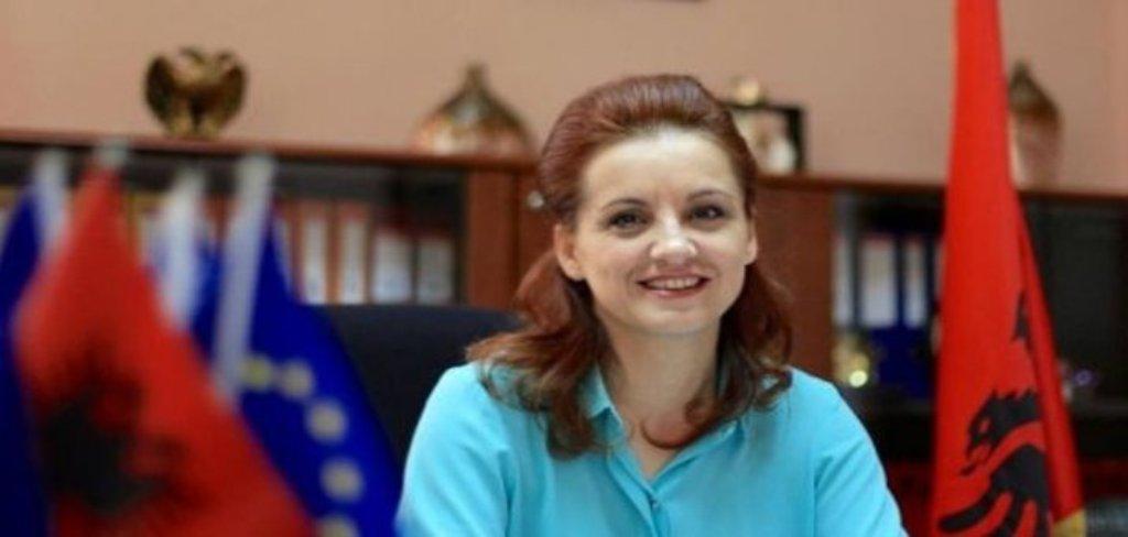 """Vallë e la në """"baltë"""" Zamira Rami kryetaren e LSI-së,  Monika Kryemadhin?"""