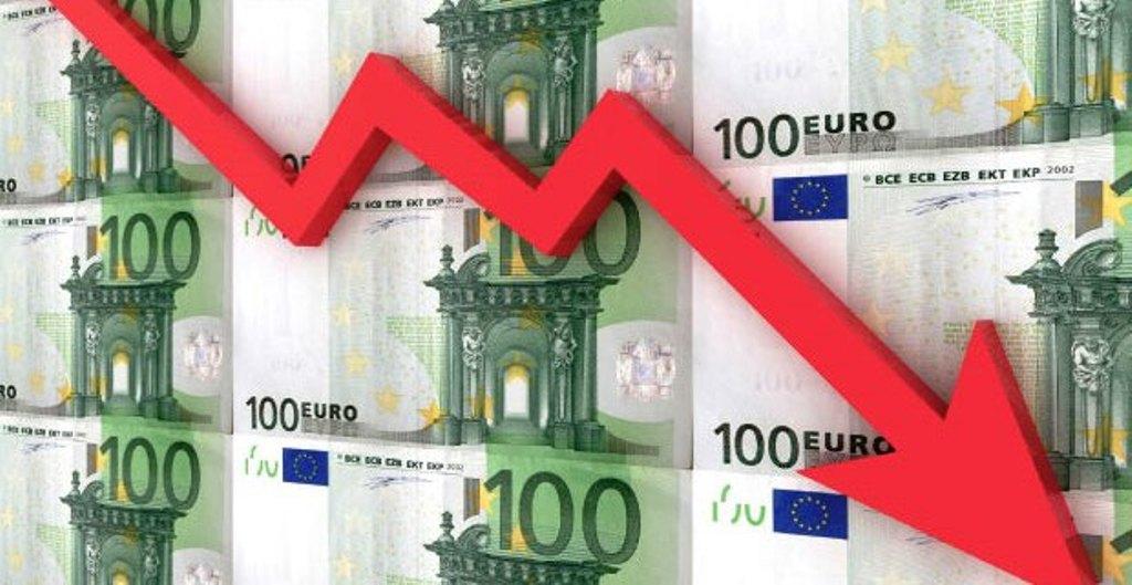 Ekspertët e ekonomisë: Ndërhyrja e  bankës qëndrore për të blerë sasi valute duhej të ishte bërë më parë