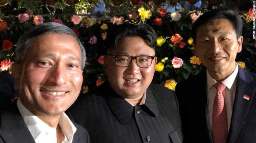 """Kim Jong Un, befason në Singapor me një """"selfie"""""""