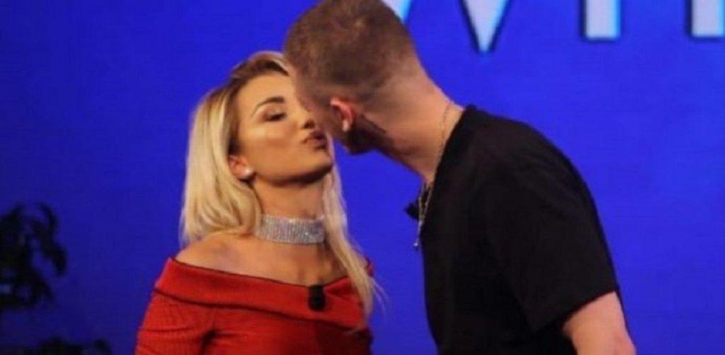 Roza Lati dhe reperi shqiptar Fero, ri puthen 'live' në emision