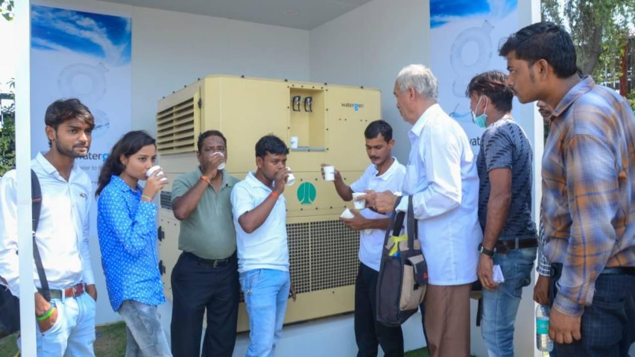 Prezantohet pajisja që ajrin e shndërron në ujë të pijshëm