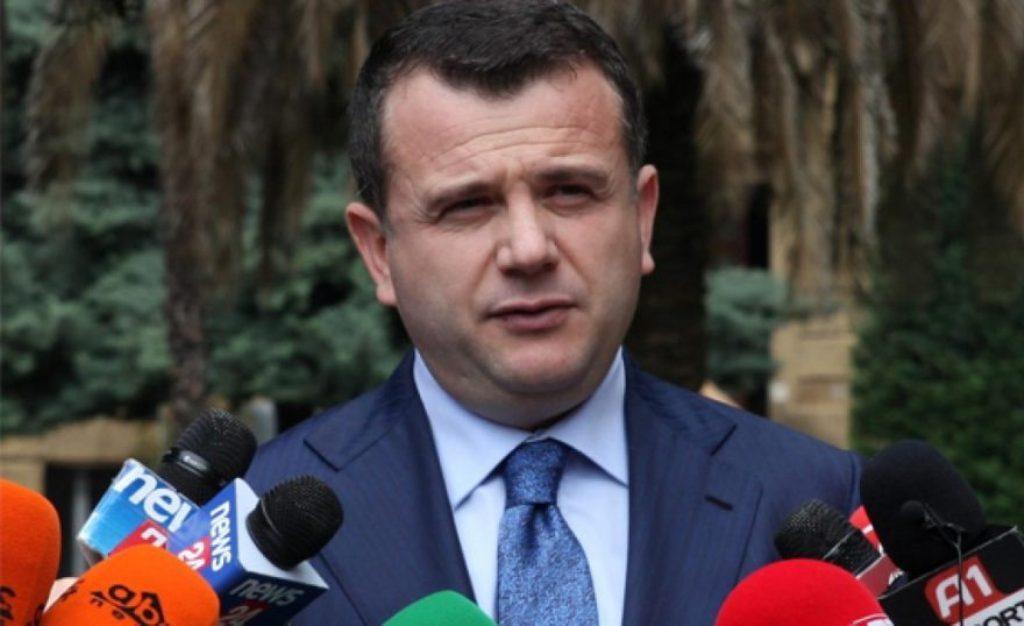 """Balla: """"Pedagogu i arrestuar, drejtues i lartë i PD-së në Njësinë 5 në Tiranë. PD duhet ta përjashtojë nga radhët e saj"""""""