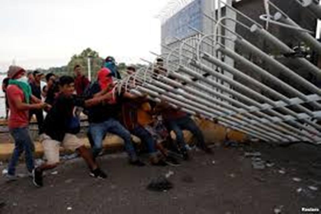 Blindohet kufiri SHBA-Meksikë