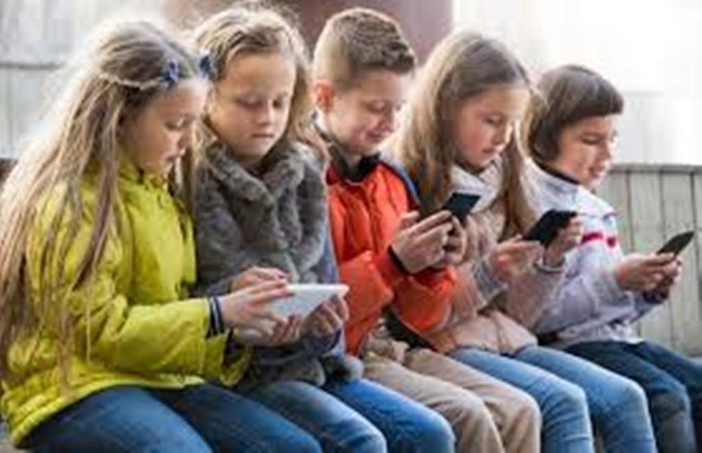 Fëmijët të rrezikuar nga smartfonat e tabletat