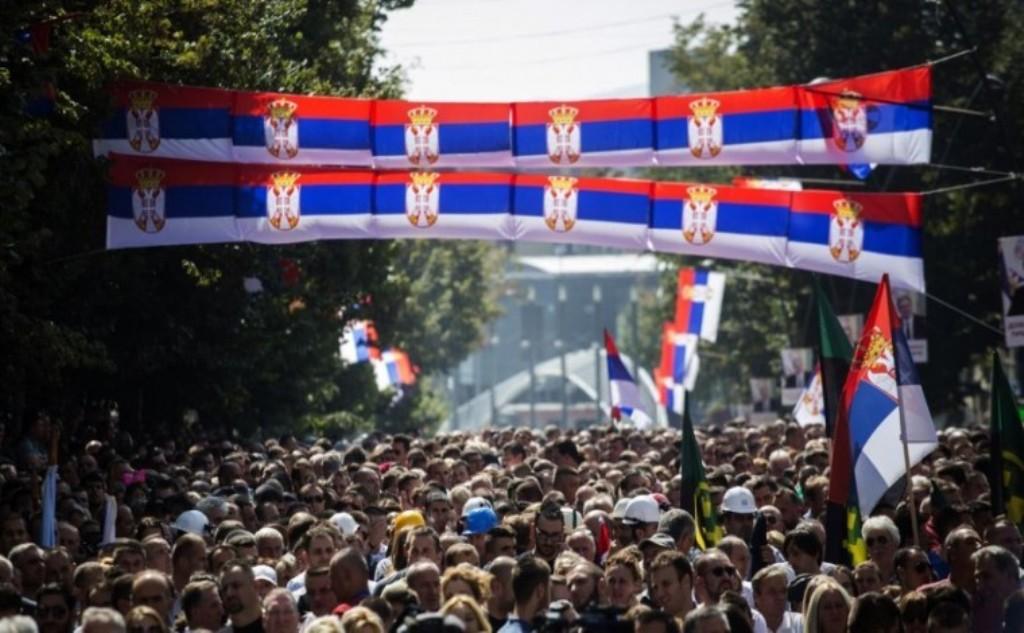 Serbët protestojnë për taksën ndaj mallrave