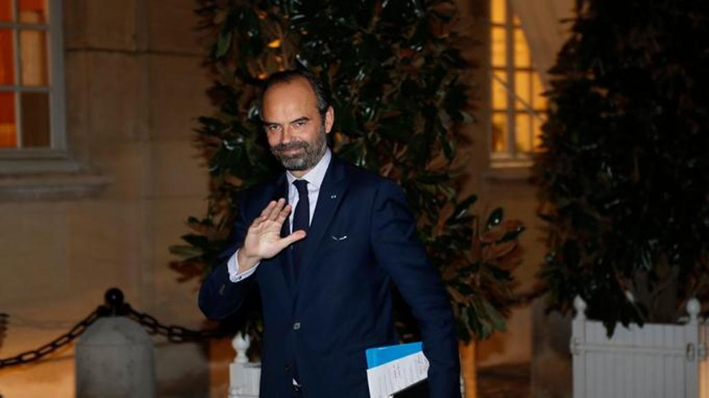 Kryeministri francez pritet të anulojë taksën e karburantit