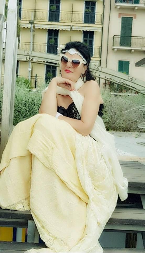 Flet Lume Hoti, (Cota Luna) gruaja shqiptare që u bë sozia e Claudia Cardinale (Klaudia): Ju tregoj dy çmimet e fundit si Sozi dhe këngëtare amatore në Itali