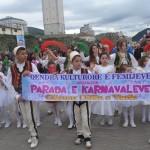 Fëmijët në paradën e karnavaleve